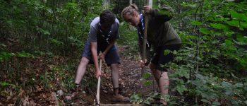 FOTO: Cercetașii din Alba au ajutat la amenajarea potecii de acces către Peștera Ghețarul de la Vârtop