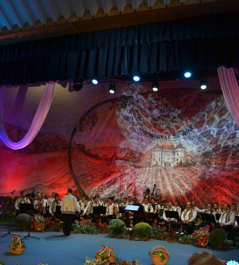 """4 – 8 septembrie: Sărbătoarea cântecului la cea de-a XIX-a ediție a Festivalului Național de Folclor """"Strugurele de Aur"""""""