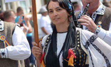 FOTO: Gastronomie, tradiţii şi folclor în a doua zi a Târgului Naţional de Turism Rural de la Albac