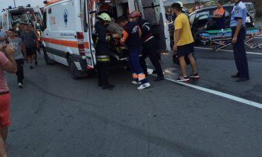 Accident pe şoseaua de centură a oraşului Alba Iulia: Două persoane au fost rănite după ce două maşini au intrat în coliziune