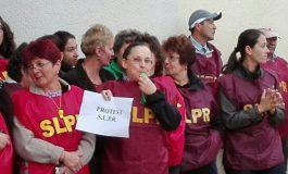FOTO: Angajații oficiilor poștale din Alba Iulia și Blaj au protestat pentru salarii mai mari și condiții mai bune de muncă