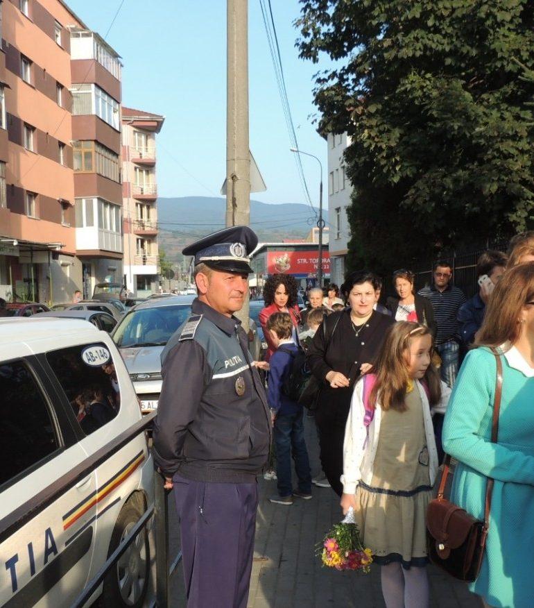 Astăzi: Peste 170 de poliţişti vor acţiona suplimentar, pentru siguranţa elevilor, cu ocazia începerii noului an şcolar