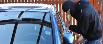 Un tânăr din Zlatna a fost reținut pentru furturi din autoturisme