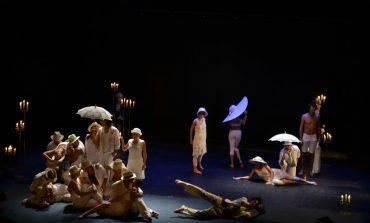 """FOTO-VIDEO: Spectacol-coupé de coregrafie, la Festivalul Internațional de Teatru """"Povești"""" de la Alba Iulia. """"Un minut de dans sau uf!"""" și """"Vivaldi și anotimpurile"""", pe scena Casei de Cultură a Sindicatelor"""