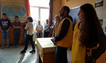 """Cărți donate copiilor din Ighiel și Țelna, cu ocazia """"Săptămânii LEO"""""""