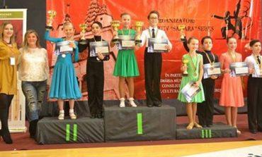 """FOTO: Dansatorii de la clubul """"Life is Dance"""" au fost premiați la concursul național """"Cupa Sebeșului"""" 2016"""
