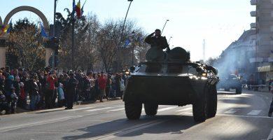FOTO-VIDEO: Repetiții PARADĂ MILITARĂ de Ziua Națională a României la Alba Iulia. Zeci de camioane și transportatoare blindate pe străzile din oraș