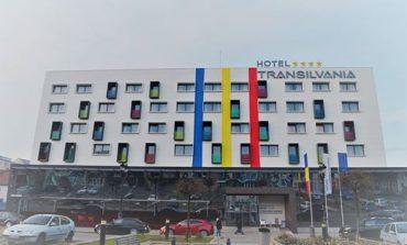 """""""Dragoste fără telefon"""", la Hotel Transilvania din Alba Iulia. În luna îndrăgostiţilor, cuplurile sunt provocate să-și închidă telefoanele într-o cutie la masă"""
