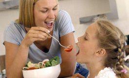 Cele mai nesănătoase obiceiuri care îngrașă copiii