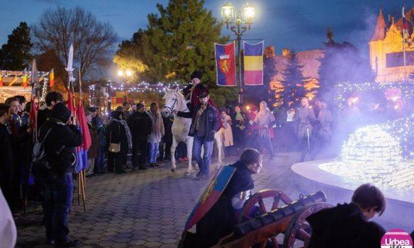 FOTO: Peste 200 de sebeșeni au fost prezenți în Parcul Primăriei pentru a sărbători în ajun de decembrie, Ziua Națională