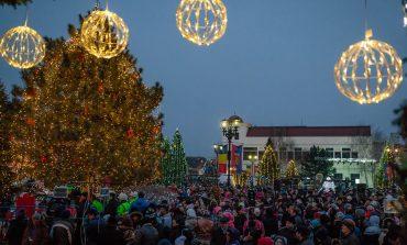 Seară de poveste, la Sebeș. Moș Crăciun a adus cadouri copiilor iar celor mari un spectacol de colinde