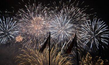 FOTO-VIDEO: Andra, trupa Zdob și Zdub și un grandios spectacol de focuri de artificii au încheiat seria manifestărilor de 1 Decembrie de la Alba Iulia