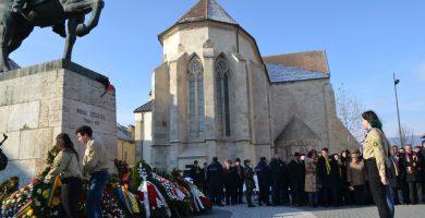 FOTO-VIDEO: Ceremonial de depuneri de coroane, în prezenţa oficialităţilor locale şi cadrelor militare, de Ziua Națională a României, la Alba Iulia