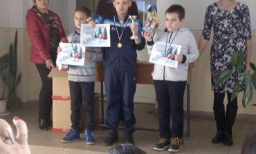 """FOTO: Copiii albaiulieni, pe podium la Cupa """"Moş Nicolae"""" la şah de la Târgu Mureş"""