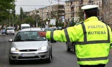 Peste 200 de şoferi şi pietoni, amendaţi de poliţiştii din Alba Iulia