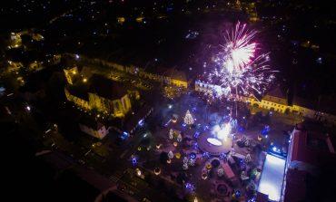 FOTO: Peste 500 de sebeşeni au sărbătorit Revelionul în Parcul Primăriei