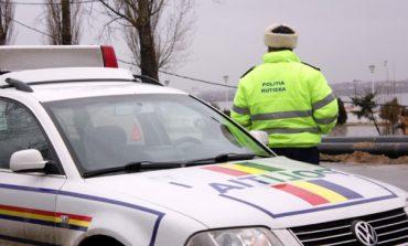 Bărbat prins de polițiști băut la volan și cu o remorcă plină cu lemn furat