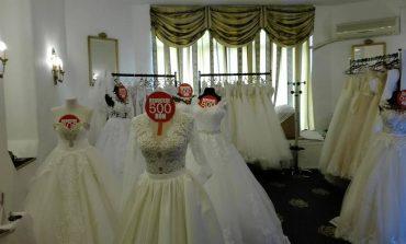 FOTO: Târgul de nunţi de la Hotel Cetate din Alba Iulia îi aşteaptă pe viitorii miri. Aproximativ 30 de expozanţi îşi prezintă ofertele
