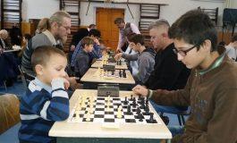 FOTO: Memorialul Hosszú Elemér la şah. Rezultatele competiţiei desfăşurate la Aiud