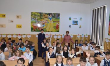 FOTO: Peste 500 de școlari și preșcolari din Alba Iulia au primit lecţii pentru siguranţa lor de la poliţişti