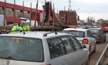 (FOTO) Acţiune a poliţiştilor rutieri din Alba: Peste 20 de şoferi au rămas fără permis şi sute de pietoni au fost amendaţi
