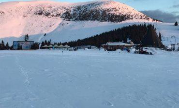 FOTO-VIDEO: Serbărilor Zăpezii 2017 de la Domeniul Schiabil Şureanu continuă cu multă distracţie pe pârtii