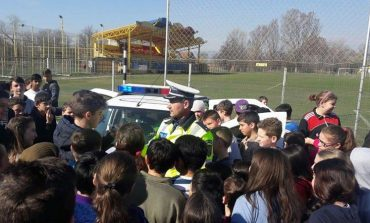 FOTO: Campionat de fotbal şi întâlniri cu elevii, la Alba Iulia cu ocazia Zilei Poliţiei Române