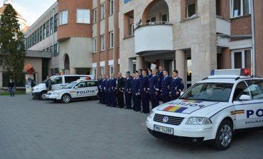 FOTO: Ziua Poliţiei Române, la IPJ Alba. Au fost comemoraţi poliţiştii eroi şi au fost avansaţi în grad 111 agenţi şi ofiţeri