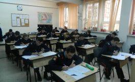 """FOTO: Elevii Colegiului Național Militar """"Mihai Viteazul"""" din Alba Iulia au susţinut simularea examenului de Bacalaureat 2017"""