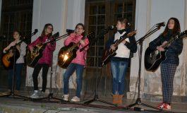 FOTO-VIDEO: Concert extraordinat cu 300 de copii, la Alba Iulia cu ocazia Orei Pământului