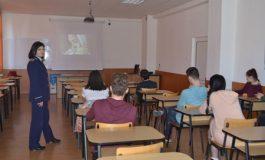 """FOTO """"Şcoala Altfel 2017"""": Sfaturi de la poliţişti pentru elevii din Alba"""