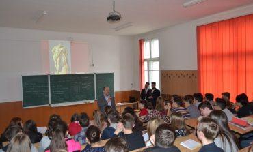 """FOTO: """"Cunoaşte şi protejează patrimoniul cultural naţional"""", tema dezbătută de IPJ Alba şi elevii Colegiului HCC din Alba Iulia"""
