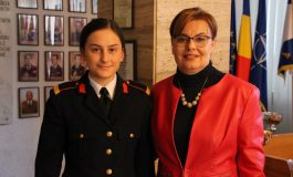 """FOTO: Cosmina Pop, elevă la Colegiul Naţional Militar """"Mihai Viteazul"""" din Alba Iulia, calificată la Olimpiada naţională de Matematică"""