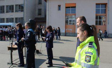 FOTO: Profesia de polițist, promovată de IPJ Alba, în unități școlare din Alba Iulia