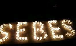 FOTO: Peste 200 de persoane au aprins lumânări la Sebeş, cu ocazia Orei Pământului