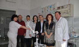 Secţia de Pediatrie a Spitalului Municipal din Sebeş, datat cu un transiluminator venos, donat de Clubul Rotary