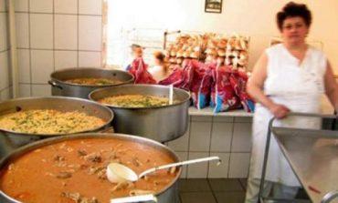 Hrană gratuită, la cantina de ajutor social din Alba Iulia pentru pensionarii cu venituri de până la 520 lei