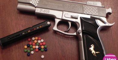 Închisoare cu suspendare pentru un tânăr din Alba Iulia după ce şi-a împuşcat prietenul cu un pistol cu bile