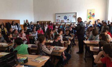 """FOTO: """"Săptămâna Prevenirii Criminalităţii"""". Poliţiştii din Alba au continuat discuţiile cu elevii, pentru siguranţa în mediul online"""
