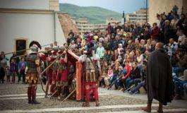 FOTO: Start pentru noul sezon de spectacole la Alba Iulia, susţinute de Garda Romană de la Apulum