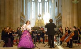 """FOTO: Deschiderea stagiunii 2017 a Orchestrei de Cameră """"Augustin Bena"""" Alba. Recital extraordinar alături de flautista britanică Katie Morgan"""