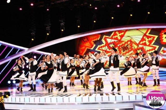 """FOTO-VIDEO: Dansuri populare pe scena Next Star. Ansamblul Folcloric """"Tradiţii Uiorene"""" din Ocna Mureş a făcut spectacol în finală"""