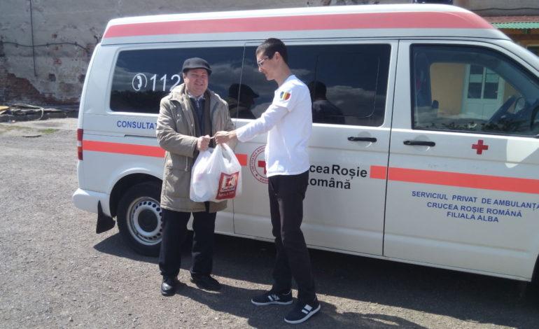 FOTO: Campanie de ajutorare a persoanelor vulnerabile din județ, organizată de Crucea Roşie Română Filiala Alba