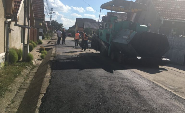 Primăria Sebeş: Drumul care traversează localitatea Lancrăm intră în reparații
