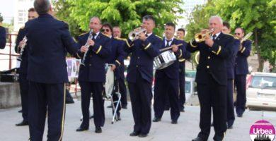"""De 1 Mai, Fanfara """"Augustin Bena"""" concertează în Piaţa Cetăţii din Alba Iulia. Reprezentaţii în fiecare duminică, de la ora 13.00"""