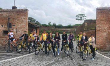 """FOTO: """"Ștafeta Ciclistă SM"""" a ajuns în Alba Iulia. Solidaritate pe biciclete pentru persoanele bolnave de scleroză multiplă"""