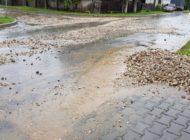 FOTO: Ploaia torenţială a adus potopul pe străzile din Alba Iulia. subsoluri de case inundate la Schit, Pâclişa şi lângă Parcul dendrologic