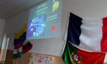 """""""Călători prin Europa"""": Elevii din Ciugud au marcat 10 ani de la aderarea României la Uniunea Europeană"""