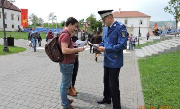 FOTO: Campanie de promovare a ofertei educaționale a instituțiilor de învățământ care formează personal pentru Ministerul Afacerilor Interne, organizată de jandarmii din Alba