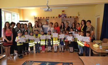 """FOTO: """"Micii pietoni"""", concurs de cunoaștere a regulilor de circulație, la Grădiniţa nr. 11 din Alba Iulia, organizat de poliţiştii din Alba"""